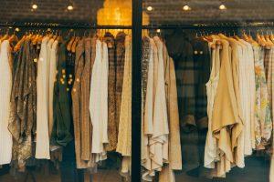 陳列された服